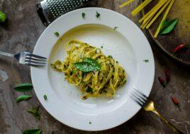 Pasta med basilikum og parmesan
